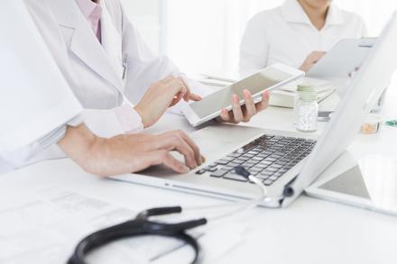 臨床検査技師になるには?5分で分かる、仕事内容や年収、需要など画像