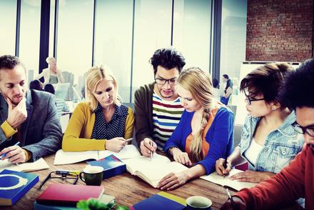 日本語教師になるには?5分で分かる、給料や仕事内容、大学や養成講座など画像