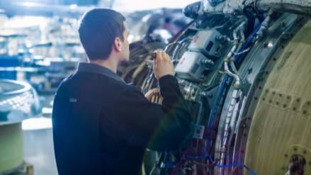 5分でわかる航空整備士!在学中の国家資格取得が目標!仕事内容や年収なども解説画像
