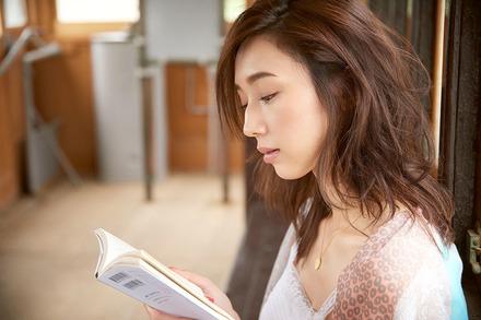 モデル松原汐織が選ぶ「オトナの夏休みの課題図書として提案したい一冊」画像
