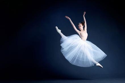 5分でわかるバレリーナ!国内外のバレエ団に就職するには?年収や待遇の違いなどを解説!画像