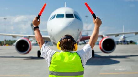 5分でわかる空港業務スタッフ!マーシャラー・グランドハンドリングの仕事や年収、資格などを解説!画像