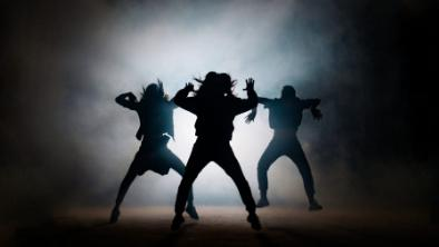 5分でわかるバックダンサー!収入は事務所所属、フリーで差あり。働き方、ダンスの種類なども解説!画像