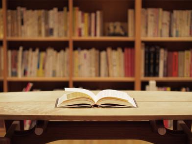 草間彌生のおすすめ作品5選!芸術の世界を文章で感じる本たち画像