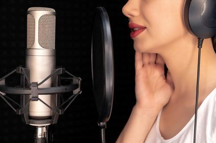 5分でわかる声優!年収事情や事務所への就職方法、声優になるための資格を解説!画像