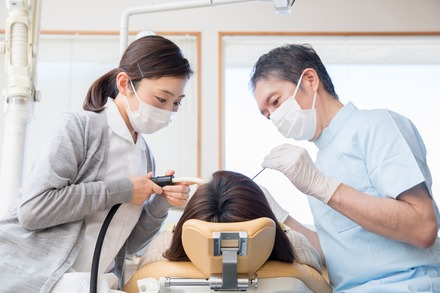 5分でわかる歯科助手!歯科衛生士との違い、未経験での就職・転職事情、気になる年収などを解説!画像