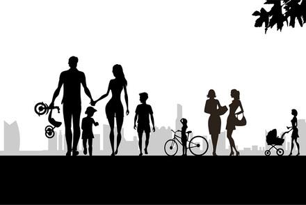 「家族」も一枚岩ではない。この奇妙な集団のさまざまな表情を読む画像