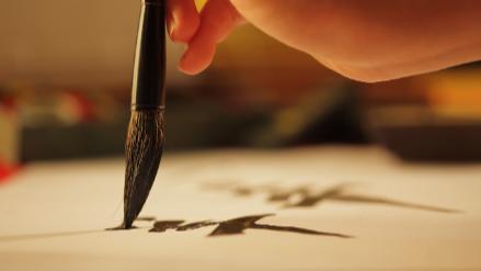 5分でわかる書道家!活動内容により年収は異なる。必要な師範資格の取り方、仕事内容など疑問を解説!画像