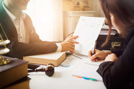 5分でわかる法律事務員!専門知識があれば資格は不要。就職・転職や年収事情を解説!画像