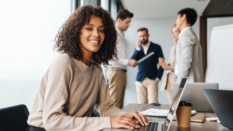 5分でわかる個人営業!メディカル系、IT系は年収が高い。法人営業との違い、就職先など疑問を解説!