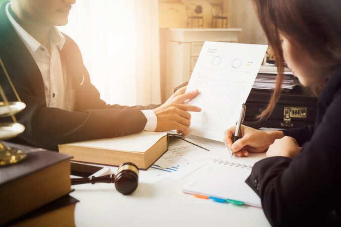 5分でわかる法律事務員!専門知識があれば資格は不要。就職・転職や年収事情を解説!