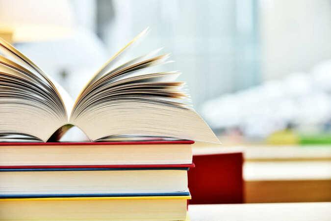 5分でわかる翻訳家!仕事内容や働き方、収入、勉強法などを詳しく解説