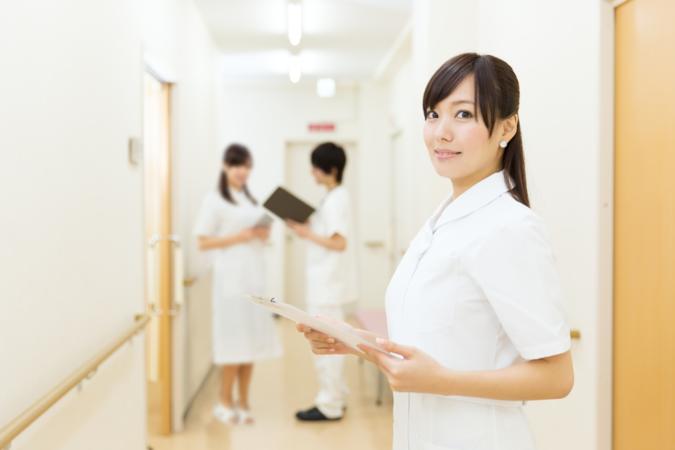 保健師になるには?5分で分かる、仕事内容や年収、資格、学校など