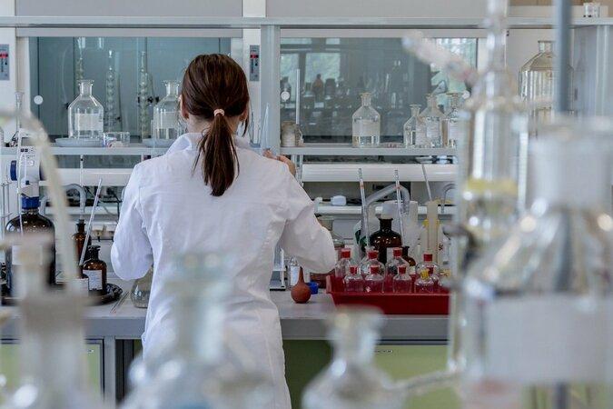 5分でわかる臨床検査技師!他職種への転職に有利?仕事内容や資格難易度など解説