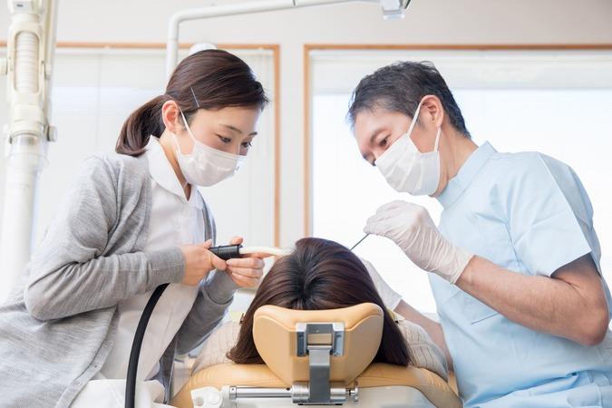 5分でわかる歯科助手!歯科衛生士との違い、未経験での就職・転職事情、気になる年収などを解説!