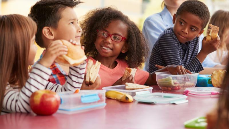 5分でわかる児童指導員!必要な資格、活躍できる就職先、平均年収などを解説!