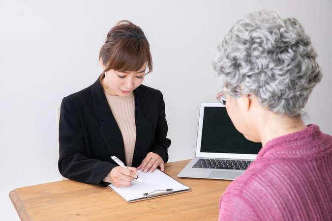 5分でわかるケアマネジャー!ケアマネの資格のみで就職はできる?資格取得方法などを解説
