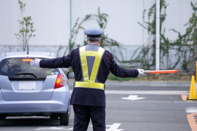 5分でわかる警備員!さまざまな仕事の種類と年収。給与アップで取得したい資格などを解説