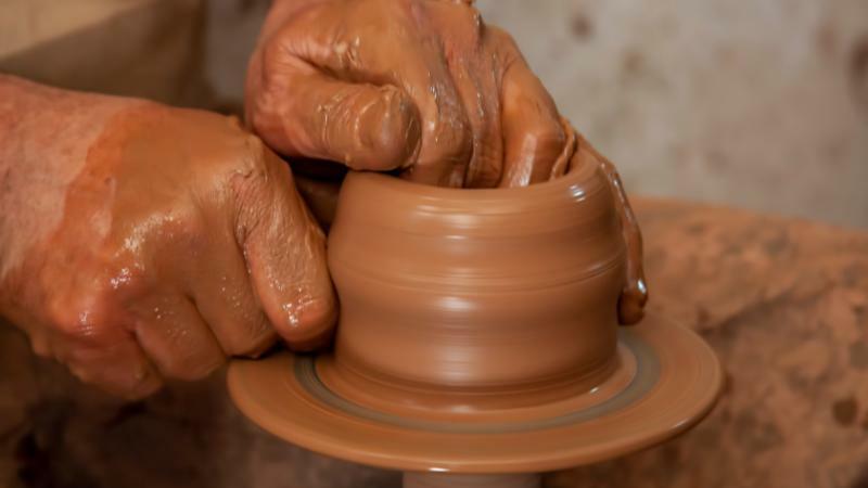 5分でわかる陶芸家!転職・就職は窯元が一般的?仕事内容や年収、なり方を解説!