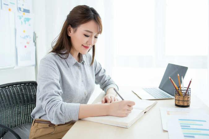 5分でわかる秘書!年収の水準は意外と高め。就職・転職で有利な資格や働き方など解説!