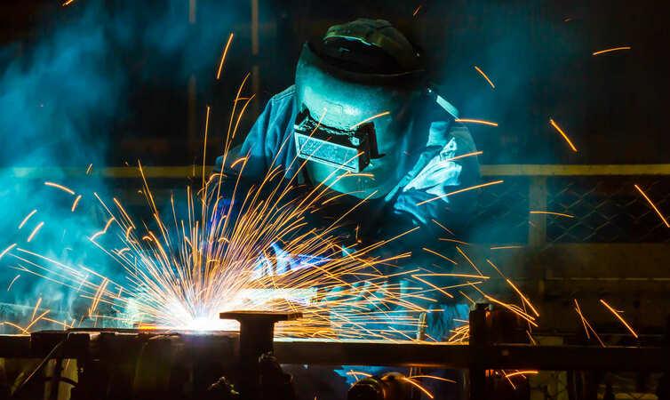5分でわかる溶接工!仕事や資格の種類、年収を解説。おすすめの就職・転職先も紹介!