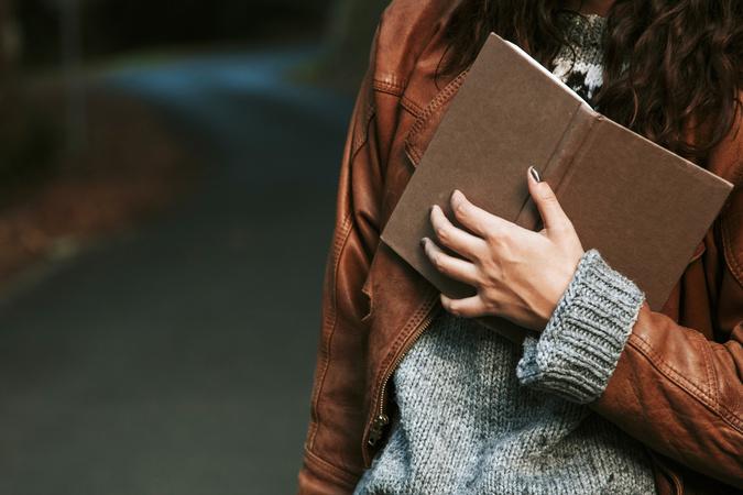小池真理子のおすすめ書籍10選!大人の恋愛を色鮮やかに描く作家