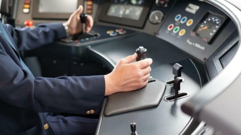 5分でわかる電車運転士!手当支給で年収が高い。就職や資格取得方法など解説!