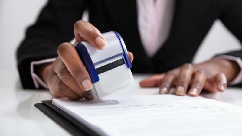 5分でわかる公証人!平均年収は驚きの額。公証事務を請け負う公務員の仕事内容をご紹介
