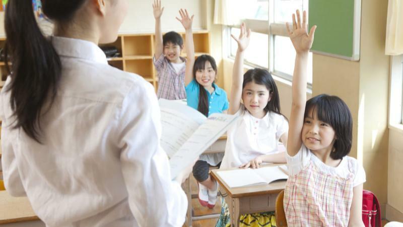 5分でわかる小学校教師!年収水準は高め。資格取得ルートや就職・転職などを解説!