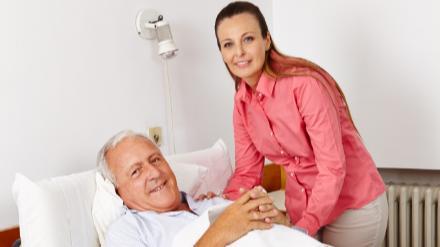 5分でわかる訪問介護員!資格不要、研修修了で働ける。仕事内容や年収などの疑問も解説!画像