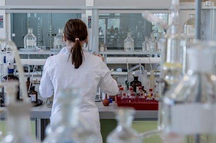 5分でわかる臨床検査技師!他職種への転職に有利?仕事内容や資格難易度など解説画像